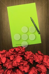 Concept brilliant or good idea red green paper pen - Popular Stock Photos