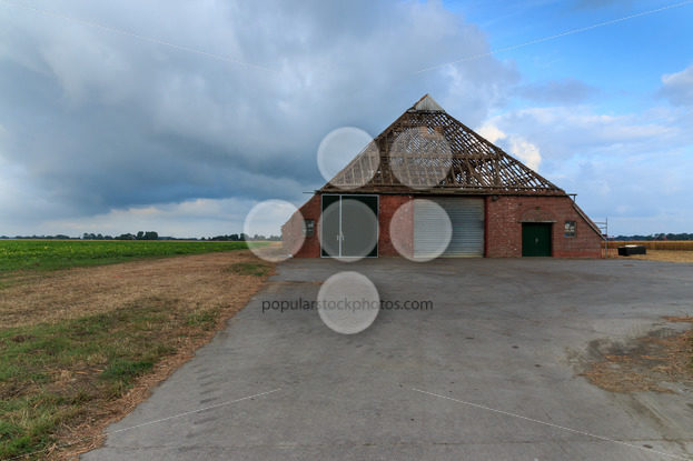 Farm without tiles on roof in The Netherlands – Popular Stock Photos