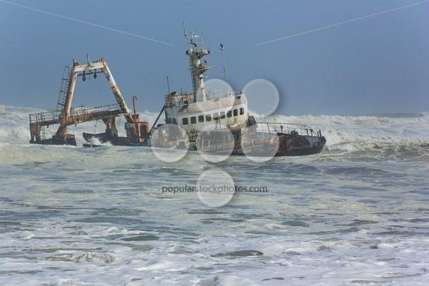Shipwreck in waves – Popular Stock Photos
