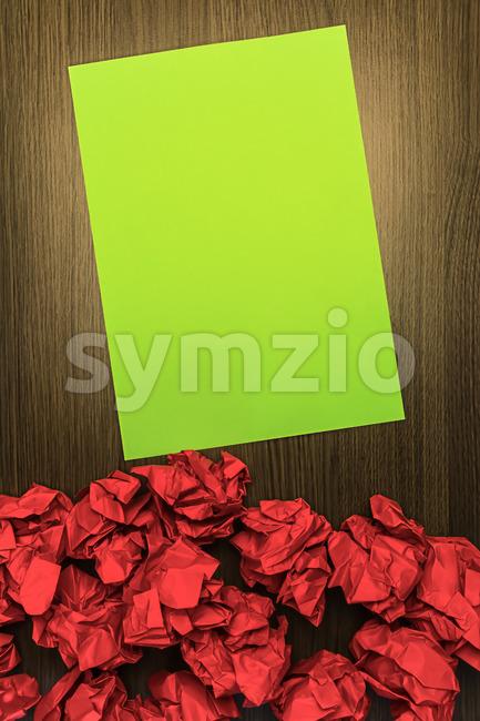 Concept brilliant or good idea red green paper Stock Photo