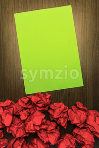 Concept brilliant or good idea red green paper Stock Photo