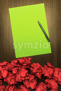 Concept brilliant or good idea red green paper pen Stock Photo